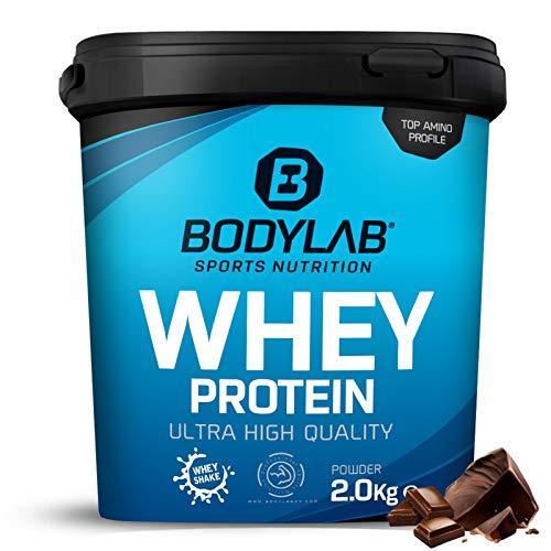 Protein-Pulver Bodylab24 Whey Protein Schokolade 2kg / Schoko-Protein-Shake für Kraftsport und Fitness / Whey-Pulver kann den Muskelaufbau unterstützen / Eiweiss-Pulver mit 80% Eiweiß / Aspartamfrei